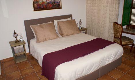 Superior tweepersoonskamer R1 en suite badkamer WIFI €79 per nacht
