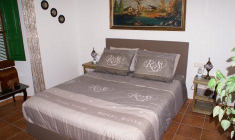 Superior tweepersoonskamer R4 en suite badkamer WIFI €79 per nacht