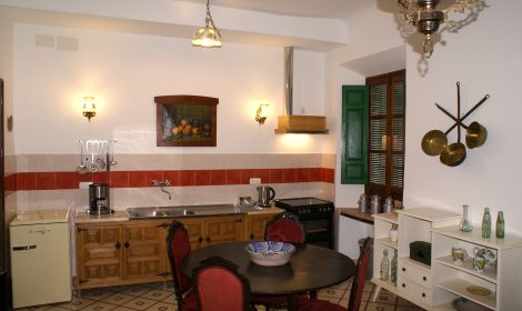 Luxe kamer met aparte woonruimte, keuken en badkamer A3 WIFI €89 per nacht